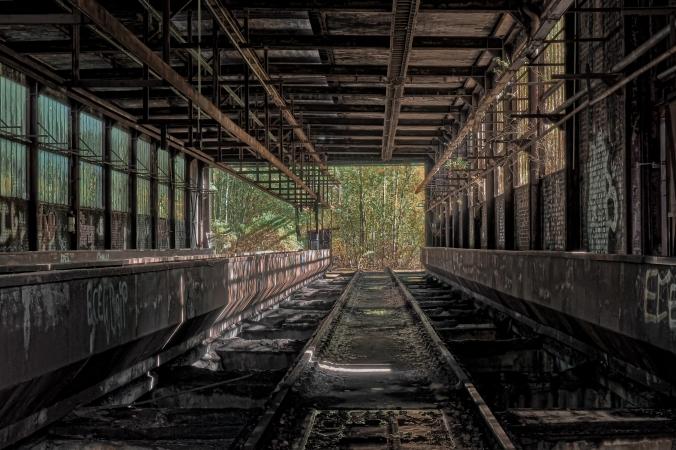 track-rail-transport-loading-platform