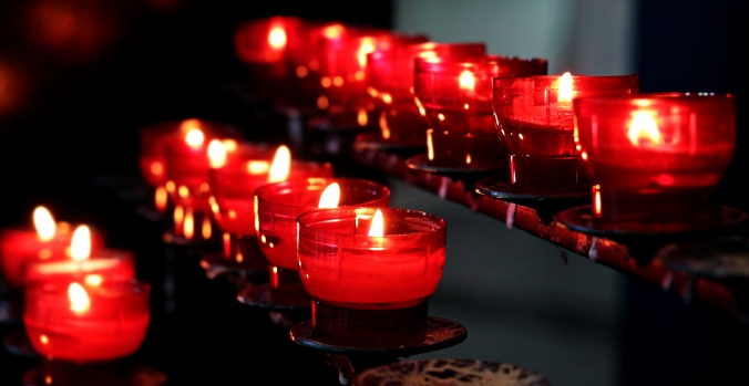 red-votive-candels-burning-