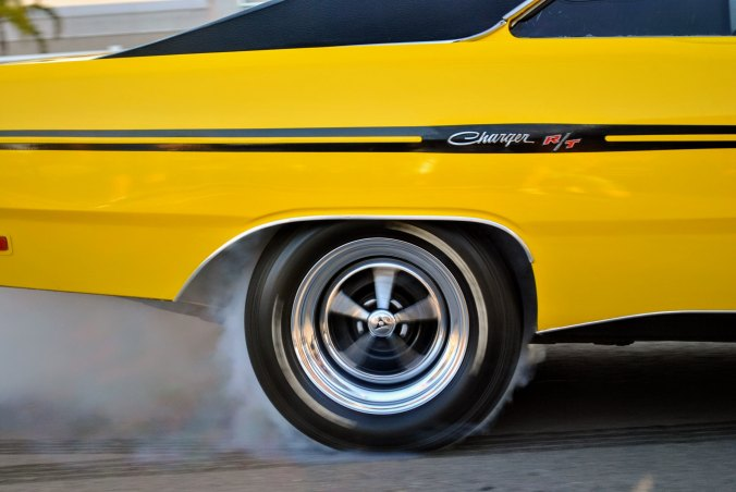 yellow-dodge-charger-rt-burning-rubber